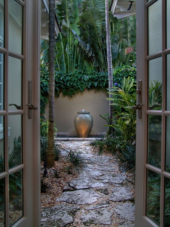 I've always had a thing for a tiny courtyard garden.  Tropische - Aziatische - Bali - Tuin - Tropical - Asian - Garden - Indo - Indonesie - Indonesia <3 INSPIRATIE