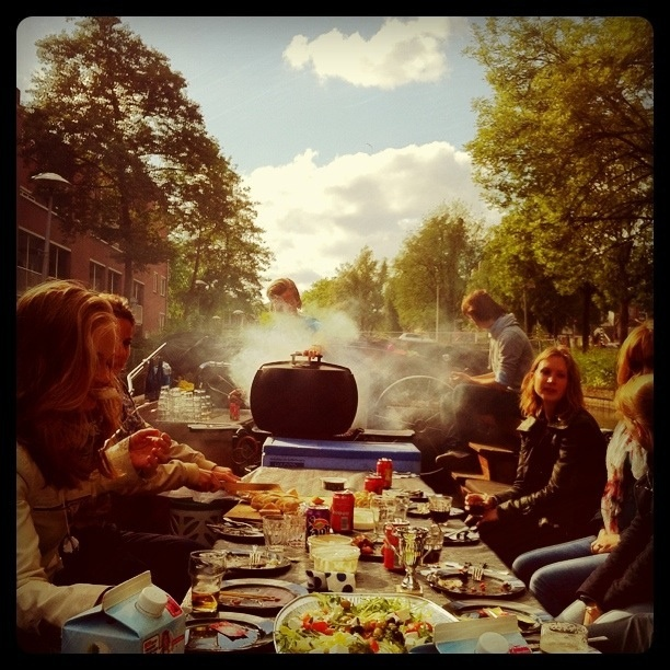 BBQ boot Amsterdam http://www.puuramsterdam.nl/Losse_activiteiten/43/BBQ_Boot.html varen en kauwen tot de zon onder gaat ...