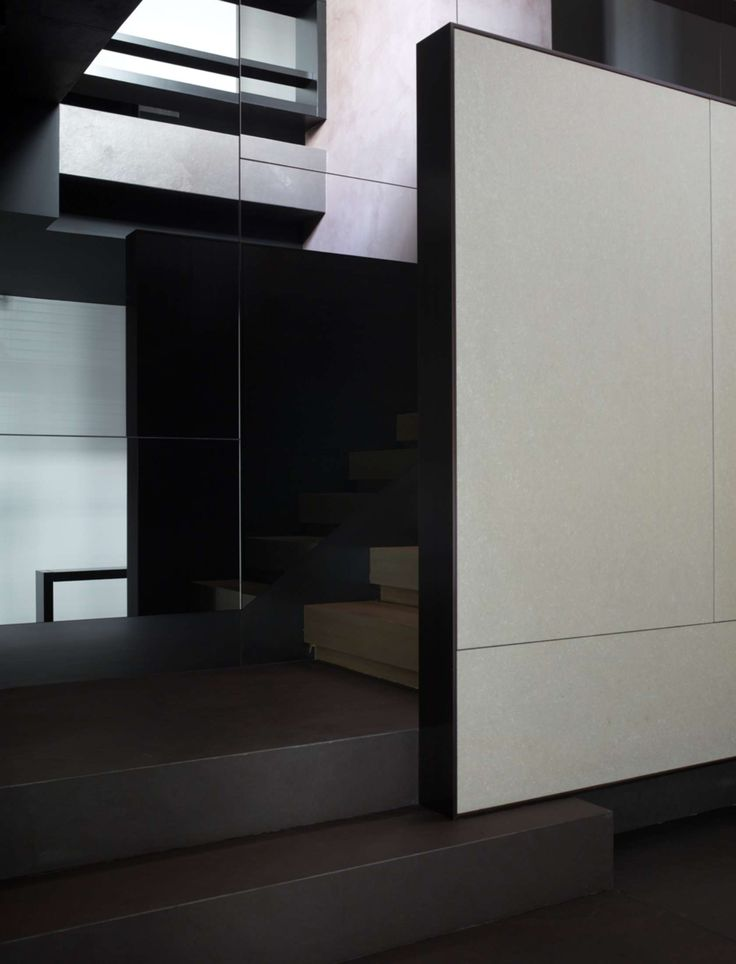 I don't know about you, but at Luxxu we are huge fans of dark interiors.