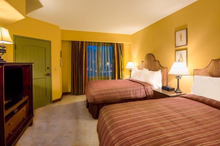 A Deluxe Double room at Hotel Los Gatos.