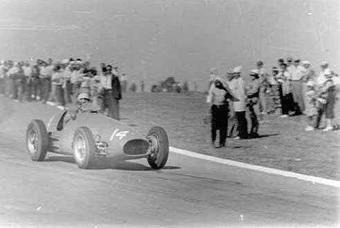 #14 Luigi Villoresi (I) - Ferrari 500 (Ferrari 4) 2 (3) Scuderia Ferrari