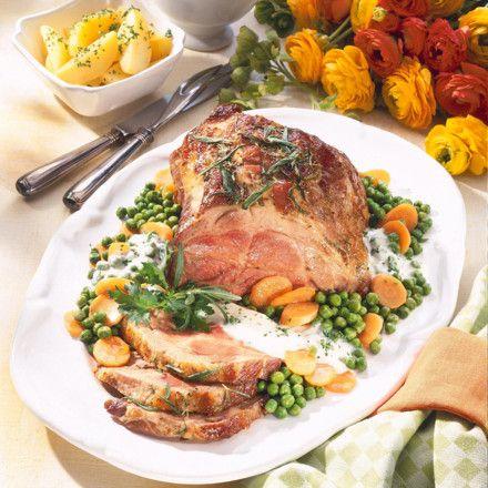 Glasierter Schweinenacken mit Erbsen-Möhren-Gemüse Rezept
