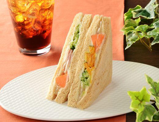 ローソン5種の温野菜サラダサンド(バーニャカウダソース仕立て)などを新発売