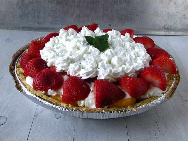 Strawberry & Peach Pie: Cakes Pies, Pies Cobblers, Food Pies, Peach Pies, Kitchen, Pies Tarts Cheesecakes, Peaches, Scrumptious Strawberries, Hot Summer