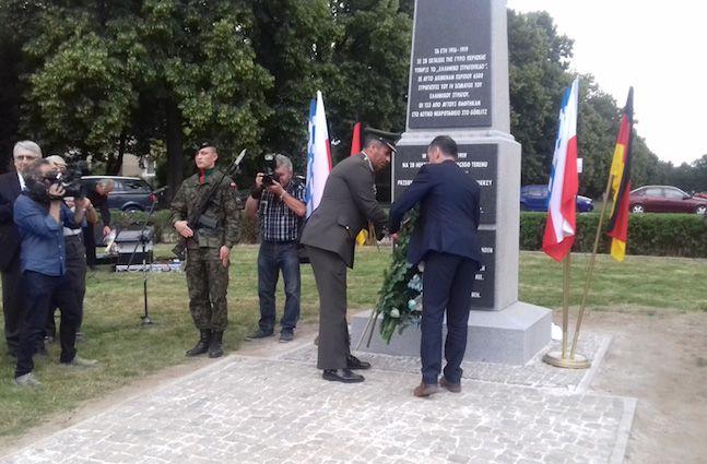 Την σημασία ανάδειξης της ιστορικής μνήμης, διότι «είναι αυτή που φέρνει κοντά τους λαούς της Ευρώπης», τόνισε, μιλώντας στο ΑΠΕ-ΜΠΕ, ο Αναπληρωτής Γενικός Διευθυντής της Γενικής Γραμματείας Απόδημου Ελληνισμού Δημήτρης Πλευράκης, ο οποίος εκπροσώπησε χθες και σήμερα την ελληνική κυβέρνηση στις εκδηλώσεις για τους «Έλληνες του Γκαίρλιτς», τους 7.000 στρατιώτες και αξιωματικούς του Δ' Σώματος …