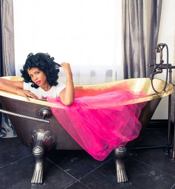 Oh hey, K. http://www.thecoveteur.com/kelis/: Celebrities Fashion, Tubso Fab, Style Crushes, Foot Tubso, Pink Milkshakes, Berdcreat Ideas, Photos Shoots, Kelis For The Coveteur 6, Coveteur Shoots