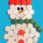 Pupazzo di neve con tappi di plastica