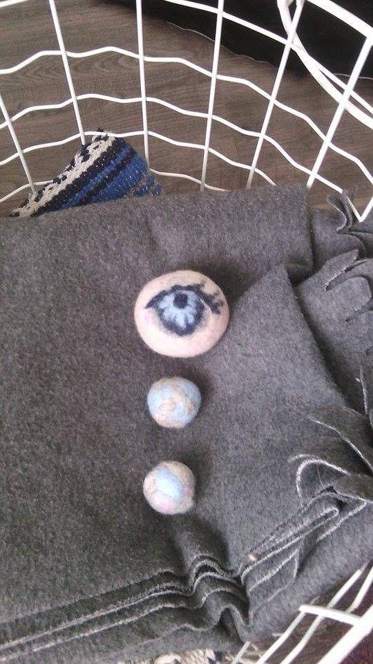 Eye cry dryer balls handmade wool needle felted