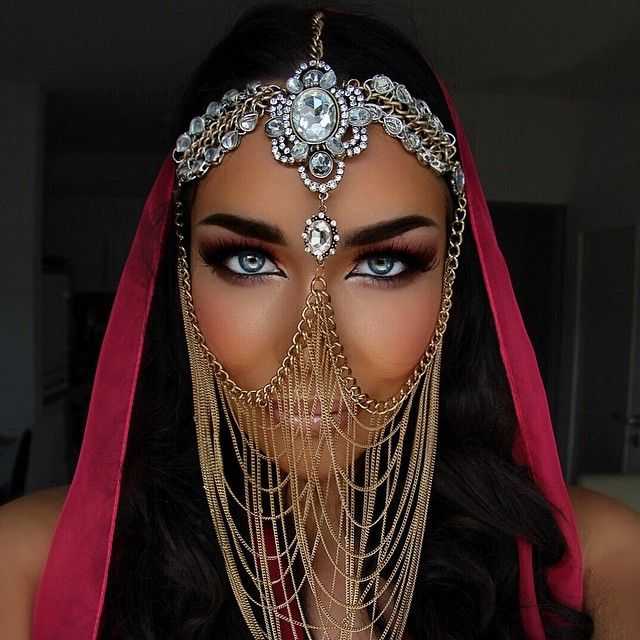 1oo1 Nights ✨ #arabmakeupstyle #oriental #makeup #arabic #jewelry #passion #love @tribalvault @hudabeauty  I haven't used any photoshop tools on this picture it was taken by a really good SLR cam with daylight, though it is still pretty much make up  That is my real eyecolour. Arabic Make-up done by myself