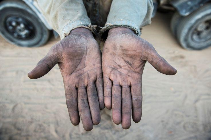 migrant worker's hands - Gulf Region - Photo by Stefanistan