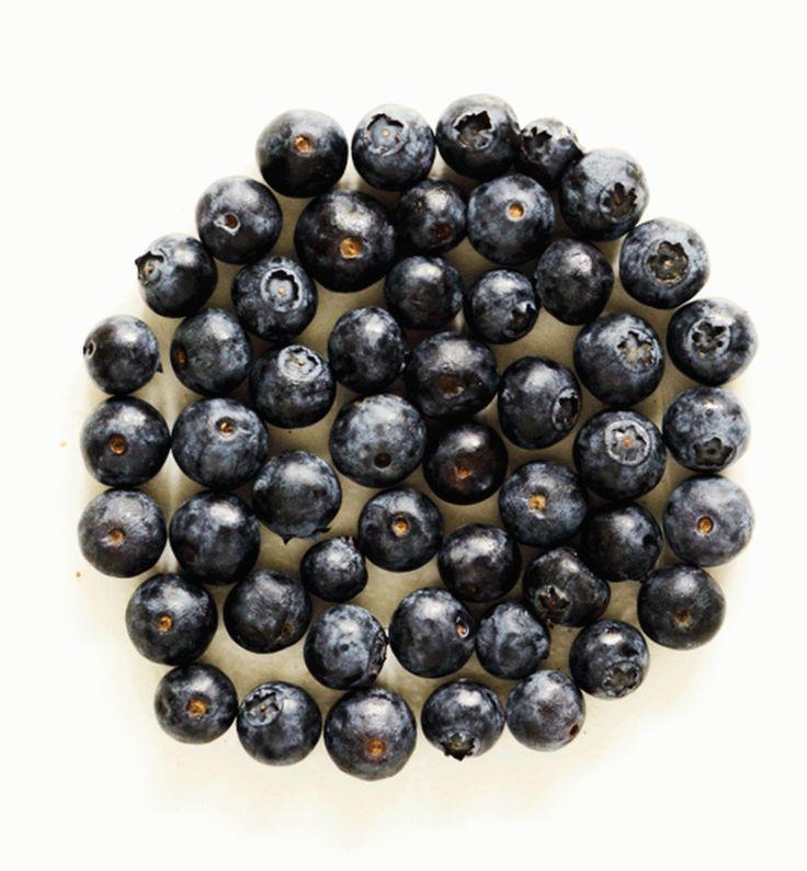 . sommertid er salattid det bugner med blåbær Hvis man er heldig at bo i nærheden af et blåbærsted, så kan der høstes en masse af de supersunde powerfood-bær nu. Jeg fik selv en lille blåbærbusk af…