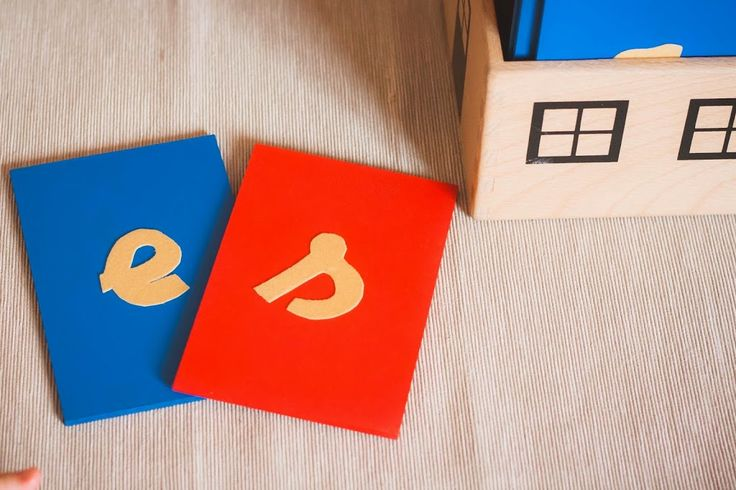 Hoy os traigo uno de los DIY Montessori más fáciles que se pueden realizar. Tan fácil, tan fácil, que lo empezamos a hacer en enero y lo terminamos en septiembre :P La procastinación de Macho Alfa es proporcional a la combinación explosiva de mi perfeccionismo y falta de tiempo. Así nos va :P Me tiré …