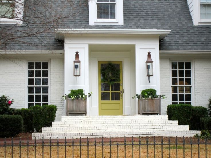 Exterior, Cool Simple DIY Front Porch Christmas Decoration With Wreath On  Green Door White House