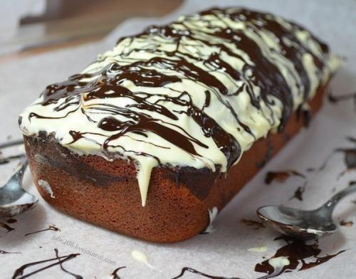 Изюминка этого кекса - шоколадная начинка. Она получается в меру влажной, с интенсивным шоколадным вкусом, а йогурт в составе кекса придает ему дополнительную нежность! Ингредиенты: (На форму длиной 2...