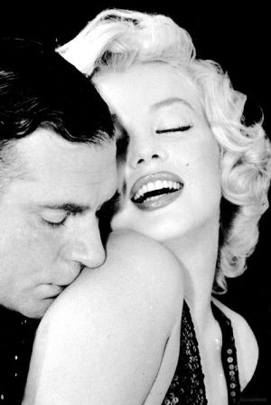 Laurence Olivier and Marilyn Monroe photographed by Richard Avedon, 1956.