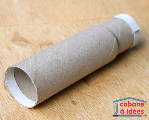 Que ce soit pour compléter un costume de pirate ou pour occuper les enfants lors d'un anniversaire sur ce thème, apprenez à fabriquer une longue vue de pirate à partir de tubes en carton !