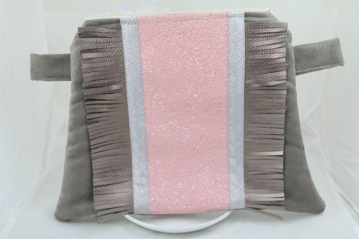 Pochette Trapèze en suédine et glitter rose poudré : Sacs à main par madsel