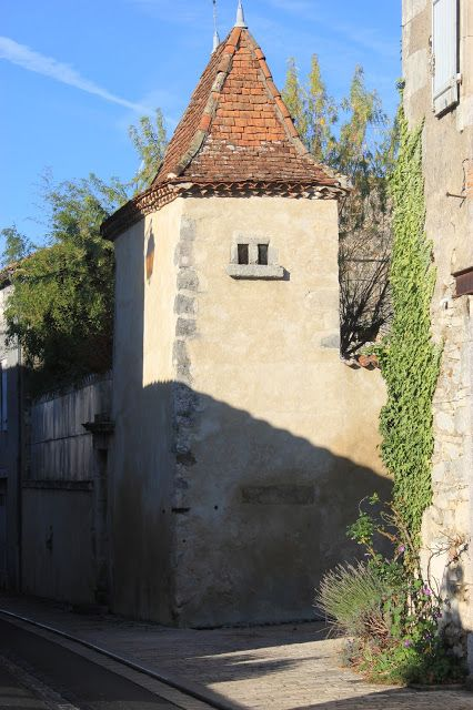Souped-up Garden: Scouting Out Montbron, town in the Charente, France, #pigeonnier, http://soupedupgarden.blogspot.fr/2015/11/scouting-out-montbron.html