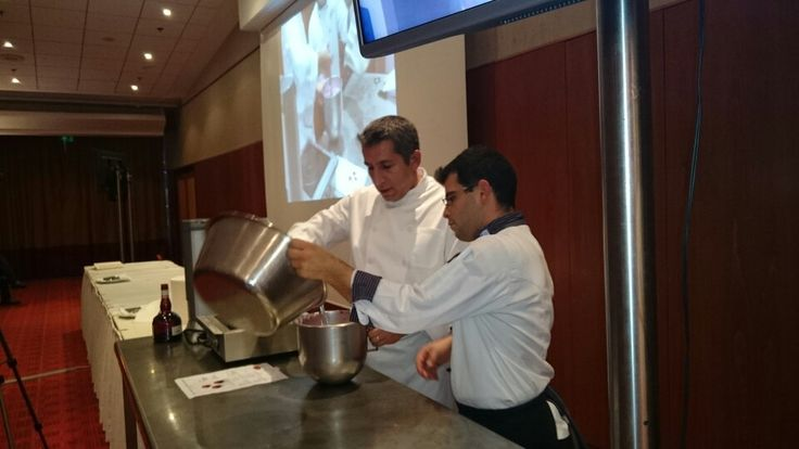 Chef Pâtissier Laurent Moreno, avec l'aide précieuse de Konstantinos Koutsopoulos. Με την πολύτιμη βοήθεια τιυ Κώστα Κουτσόπουλου.