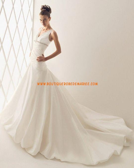 Robe de mariée avec longue traîne corsage plissé