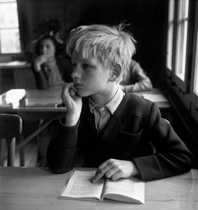 "David ""Chim"" SEYMOUR :: Orphanage :: Sunday morning in a classroom. Bartoszyce, 1948 / from ""Children of Post-War Europe"""