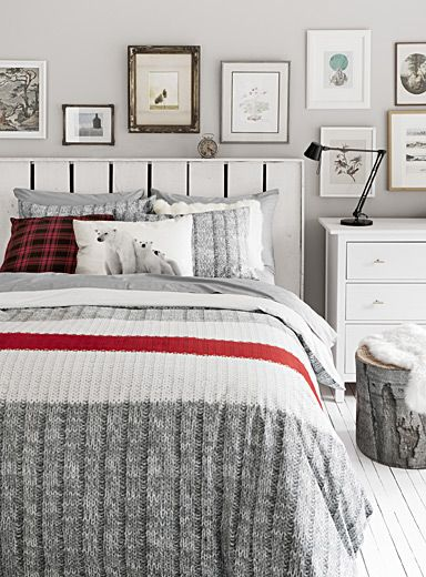 "Exclusively from Simons Maison Trendy accent stripe and graphic ribbed knit similar to the renowned wool socks for an original decorative touch! The set includes: Twin: 1 duvet cover 66"" x 90"", 1 pillow sham 20"" x 26"" Double: 1 duvet cover 84"" x 90"", 2 pillow shams 20"" x 26"" Queen: 1 duvet cover 90"" x 95"", 2 pillow shams 20"" x 29"" King: 1 duvet cover 108"" x 95"", 2 pillow shams 20"" x 36"" *Home de..."