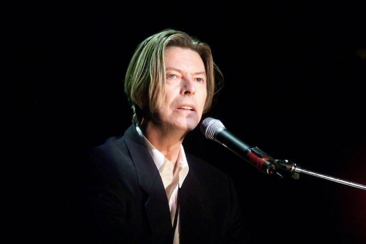http://www.huffingtonpost.co.uk/2016/01/11/david-bowie-dead-vintage-pictures-career_n_8952488.html?slideshow=true