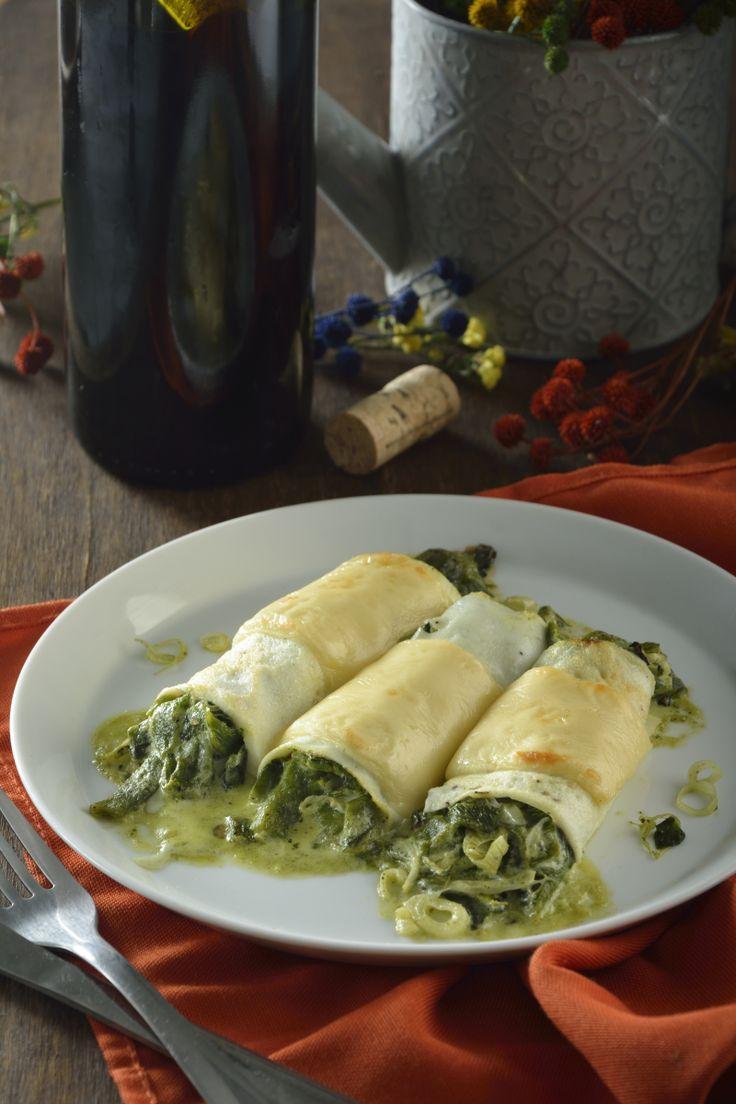 El canelloni de claras de huevo rellenos con rajas es una preparación deliciosa. La receta de canelloni está inspirada en la cocina italiana, solo que le aportamos un delicioso toque mexicanao para hacer aún más sabrosa la preparación