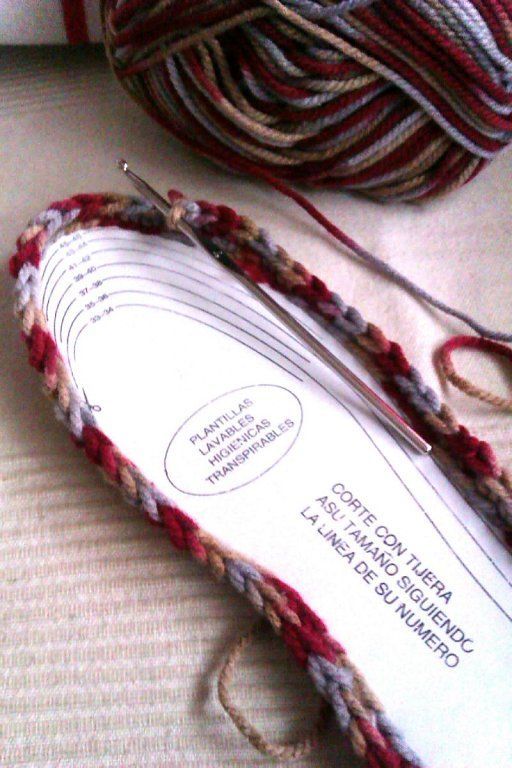 Cómo hacer unas pantuflas tejidas a mano | Aprender manualidades es facilisimo.com