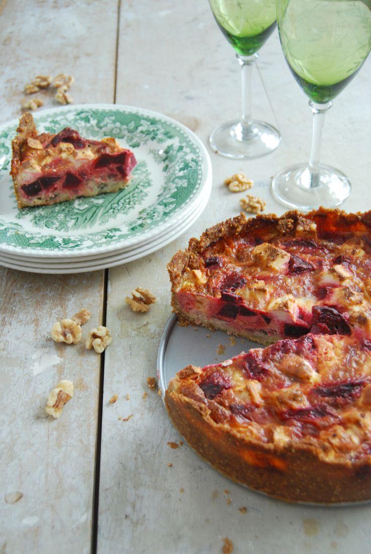 Enkel LCHF paj för dig som äter mer liberalt. Vår vegetariska LCHF rödbetspaj passar lika bra till vardag som till fest. Receptet hittar du på Tasteline.