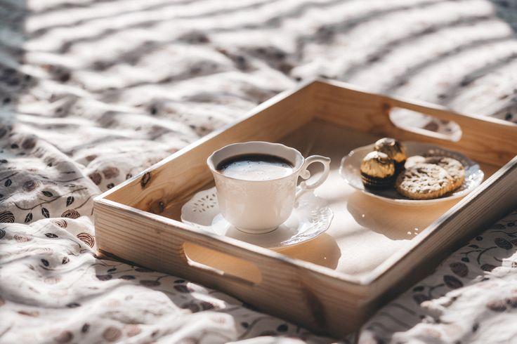 https://flic.kr/p/TvNoKa | Coffee in bed | Get more motivating free photos on freestocks.org
