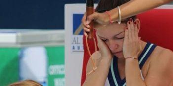 Ghinion pentru Simona Halep chiar de ziua ei! Tenismena a primit o lovitură puternică și nu a mai putut încheia meciul din cauza durerii. Medicii au spus că este vorba despre o leziune: