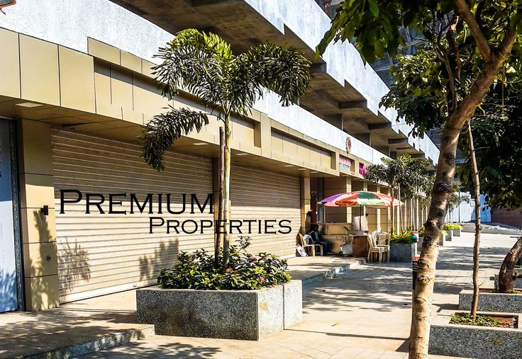Showrooms space for long lease  for Banks ICICI bank HDFC bank Yes Bank Burger King India Axis bank Mcdonald Cafe Coffe Day Starbucks etc.    premium.deals@yahoo.com
