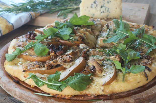 Recipe: Windsor Blue cheese, pear and walnut pizza #thisNZlife #recipe #pizza #foodproduceraward #bluecheese #whitestonecheese #pear