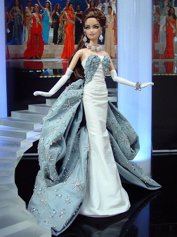 Miss Georgia 2012 - De entre los mares Negro y Caspio y muertos entre Asia y Europa llega esta belleza clásica y elegante Dior inspirado en un vestido de muestra para la colección de alta costura primavera de 2010.