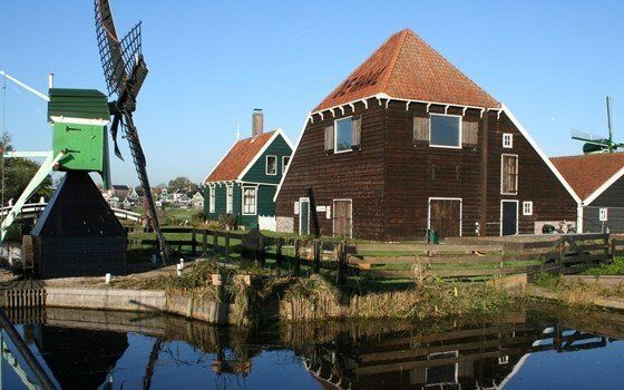 Zaanse Schans is a fully inhabited, open-air conservation area and museum located just a few miles north of Amsterdam. Hereyou can get a viv...