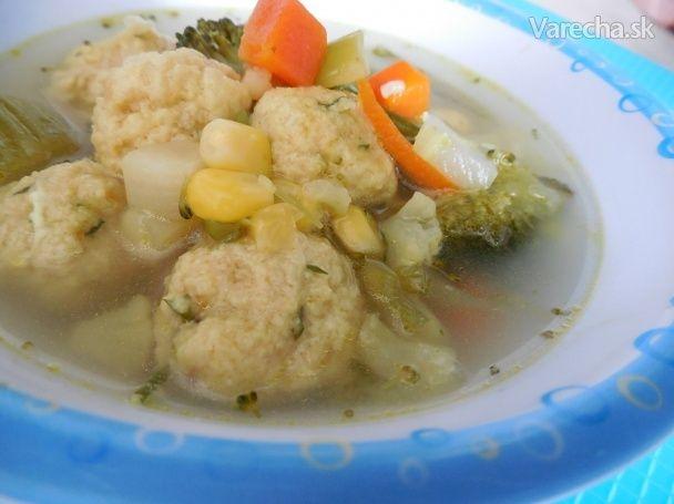 Zeleninová polievka s drožďovými guličkami