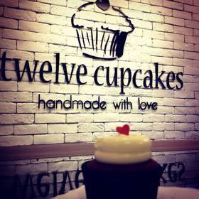 【城市印象】台北 - twelve cupcakes   杯子蛋糕專賣店~台北也吃的到囉!!!這是一間來自新加坡的品牌!! 他們的品牌承諾,只提供新鮮出爐的蛋糕,每天從頭開始手工製作。加上優質美食成分配合使用,他們不偷工減料,創造完美的蛋糕,適合亞洲的杯子蛋糕。  各式各樣的甜蜜造型讓人一整天都有好心情!! 輕柔、滑嫩的口感,不過甜,滿足大家的渴望:D  目前還未正式開幕,於試賣階段,喜歡的朋友們可以搶先去品嘗哦!!國父紀念館2號出口。  官網:http://www.twelvecupcakes.com/
