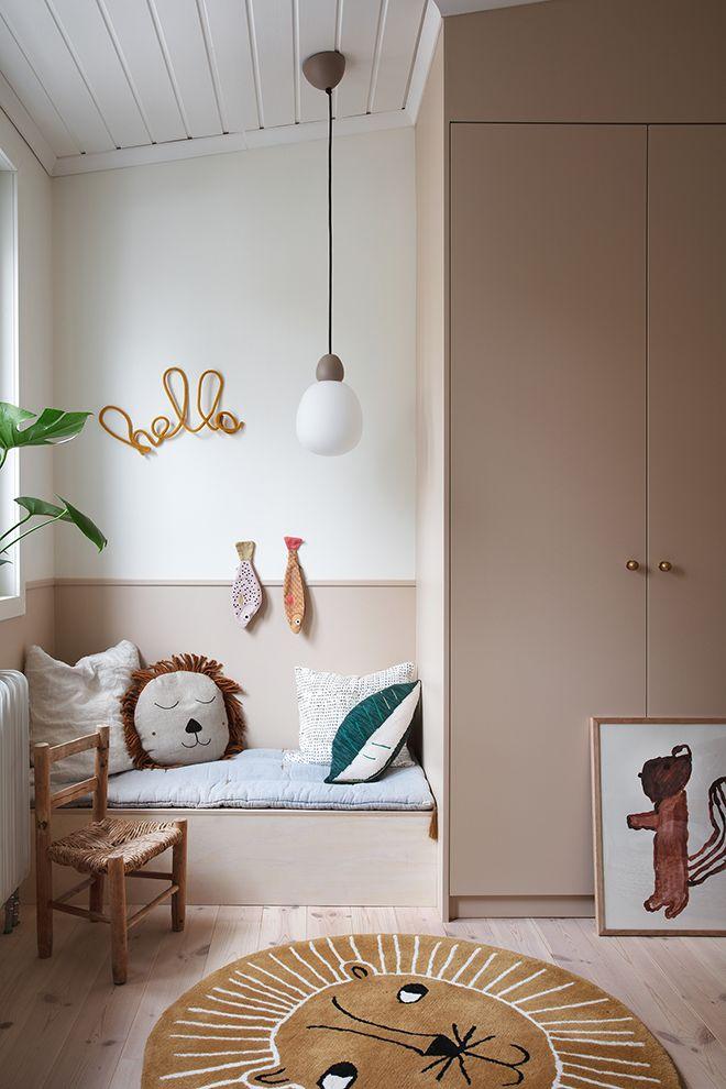 Cute kids room in beige tones is part of Scandinavian kids rooms - Kids room design, kids room wall color, scandinavian kids room, beige kids room Kids Bedroom, Bedroom Decor, Wall Decor, Bedroom Lighting, Bedroom Ideas, Kids Room Lighting, Childrens Bedroom, Playroom Decor, Bedroom Lamps