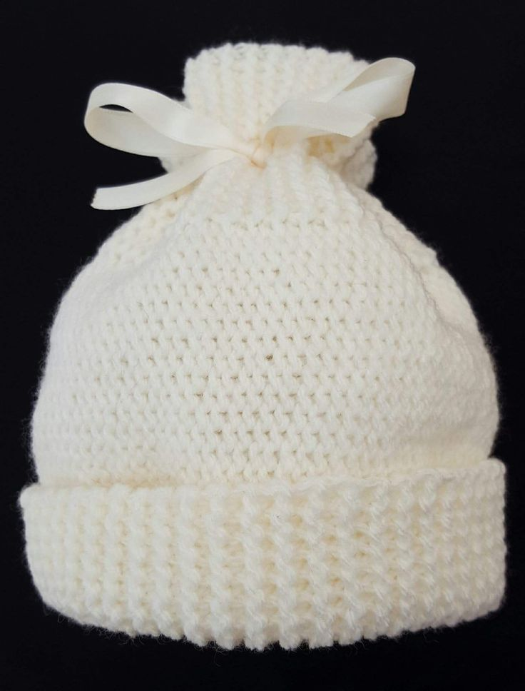 Gorgeous new born pale yellow hat