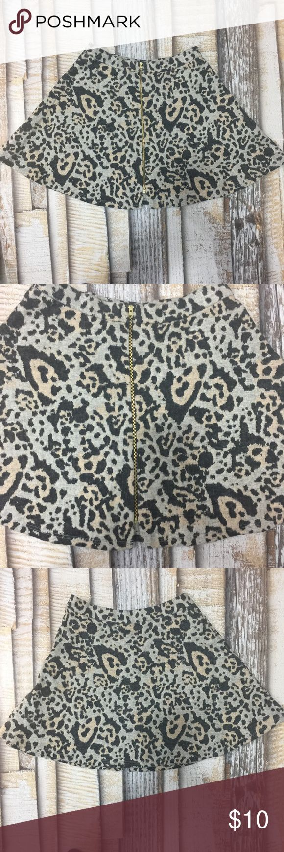 Topshop Zip Thru Animal Print Skirt Size 4 Topshop Size 4 Brown and beige animal print skirt.  Zip thru front.  100% cotton Very nice used condition Measurements waist 13 hip 20 length 16 Topshop Skirts Mini