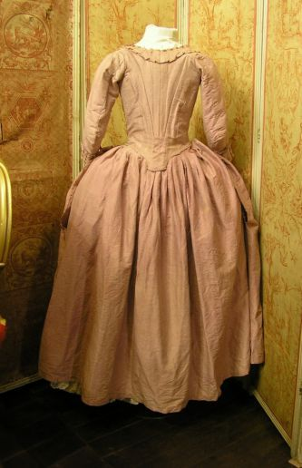Rear view, robe à la Polonaise, c. 1780. Pink silk, self fabric trimming, linen lining.