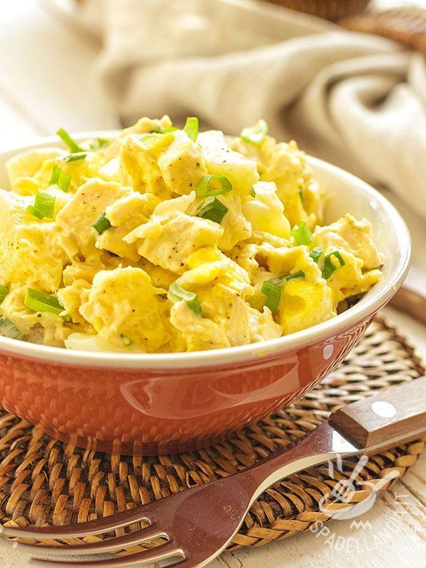 L'Insalata di pollo e patate è un piatto completo che soddisfa il palato e sazia senza appesantire. Ottima soluzione per un pranzo da portare al lavoro!