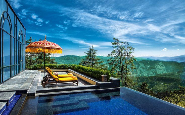 Un hôtel de luxe situé à 2500 mètres d'altitude et qui offre une vue sur les sommets de l'Himalaya ... Découvrez l'Oberoi Wildflower Hall Shimla 5*, un hôtel tout droit sorti d'un conte de fées !
