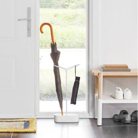 Porte-parapluie design @Umbra - Aussi décoratif que fonctionnel le porte-parapluie Holdit par Umbra est idéal pour habiller une entrée ou un bureau et ranger vos parapluies !