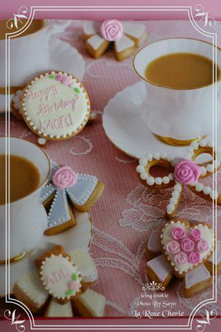 デコレーション教室 La Rose Cherie(ラ・ローズ・シェリー) -アイシングクッキーを洋書の1ページとスタイリング