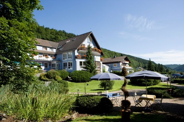 Hotel Eifelgold Rooding ligt in het hart van Nationaal park Eifel in Duitsland in de gemeente Simmerath. Dit wellnesshotel is de ideale uitvalbasis om het Nationaal park Eifel te verkennen.
