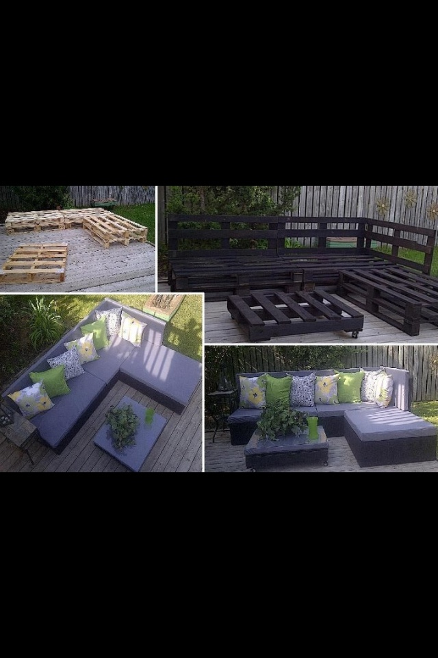 Outdoor pallet section DIY @Philip Williams Gustin someone on pinterest STOLE my idea!!!