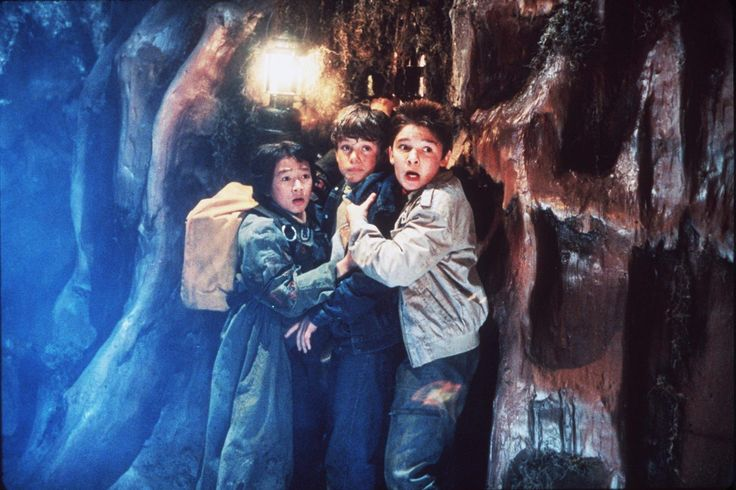 Still of Corey Feldman and Jonathan Ke Quan in The Goonies (1985) http://www.movpins.com/dHQwMDg5MjE4/the-goonies-(1985)/still-74559488