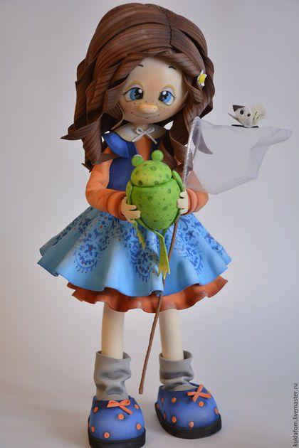 Купить или заказать Куколка из фоамирана в интернет-магазине на Ярмарке Мастеров. - Ловила бабочек, а поймала прЫнца! Куколка из материала под названием, фоамиран. Высота куколки 38 см.не смотря на свои размеры куколка очень лёгкая и устойчивая. Может стать хорошим подарком и украсит детскую комнату.